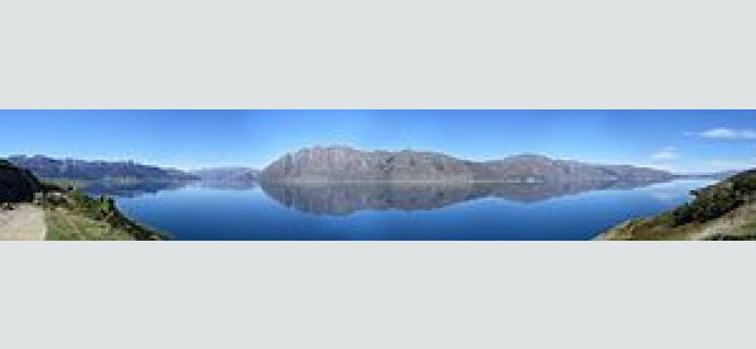 Lake_Hawea_panorama.jpg